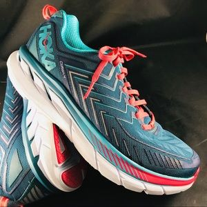 Mint condition Hoka One One Clifton 9.5 wide